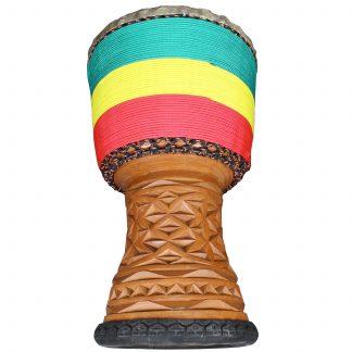 Djembé origine Guinée en bois de linké avec sculpture dans le pied de l'instrument et cordage décoration